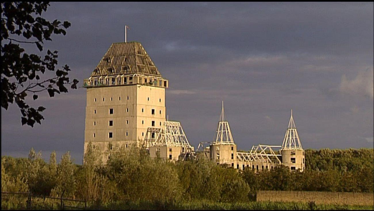 omroep flevoland - nieuws - kasteel in handen van pretpark witchworld