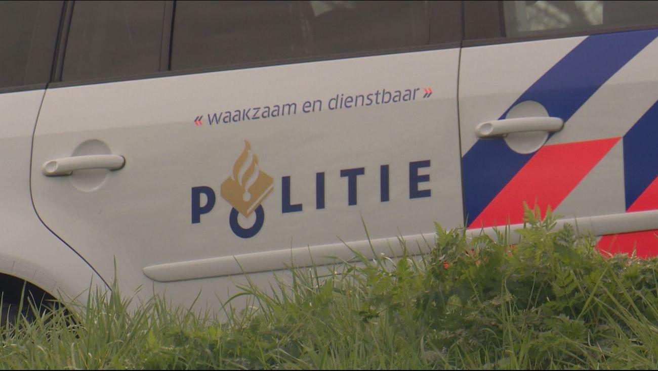 Een 22-jarige man uit de Friese plaats Nijega is maandagochtend op de A6 achter…