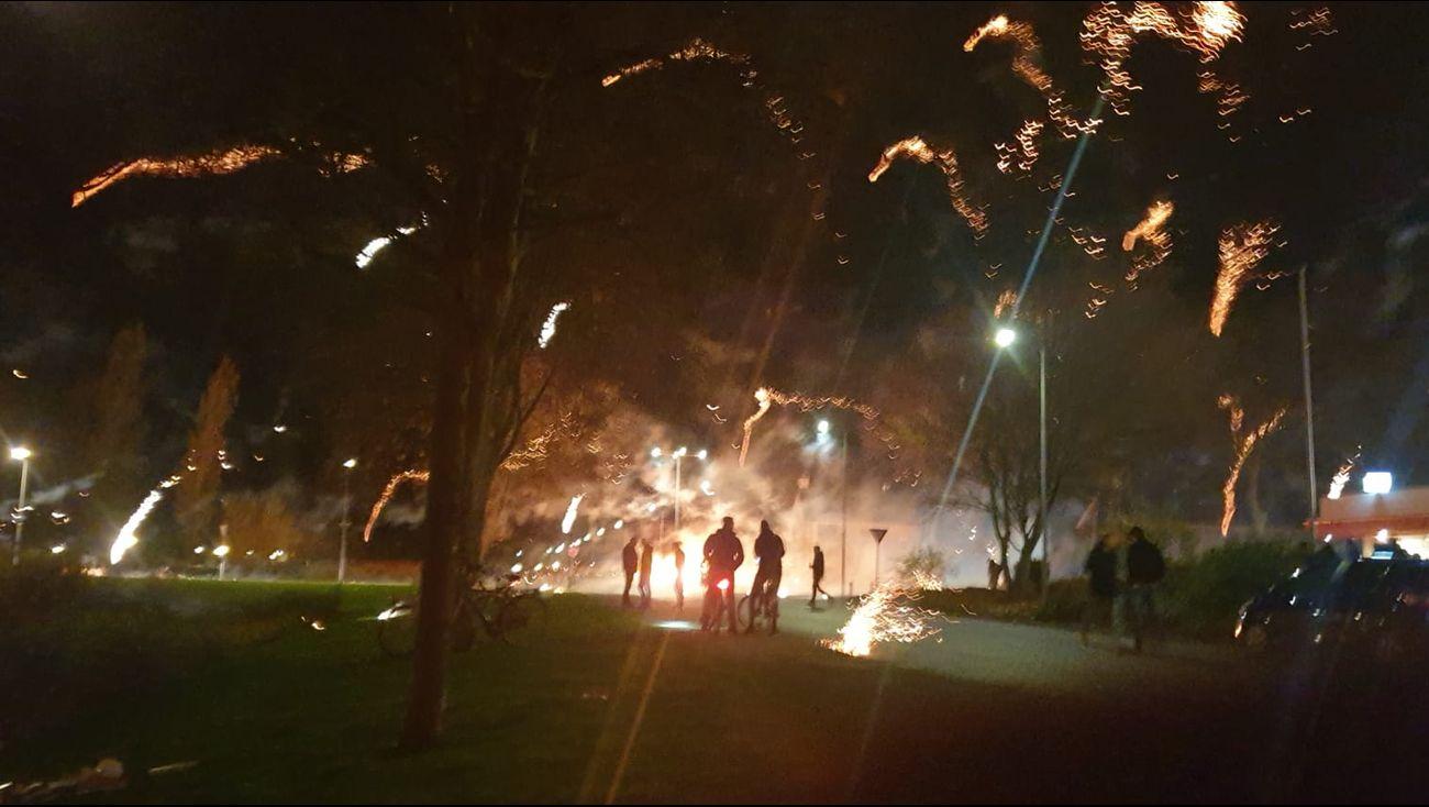 Politie en brandweer uitgerukt voor ongeregeldheden met vuurwerk op Urk.