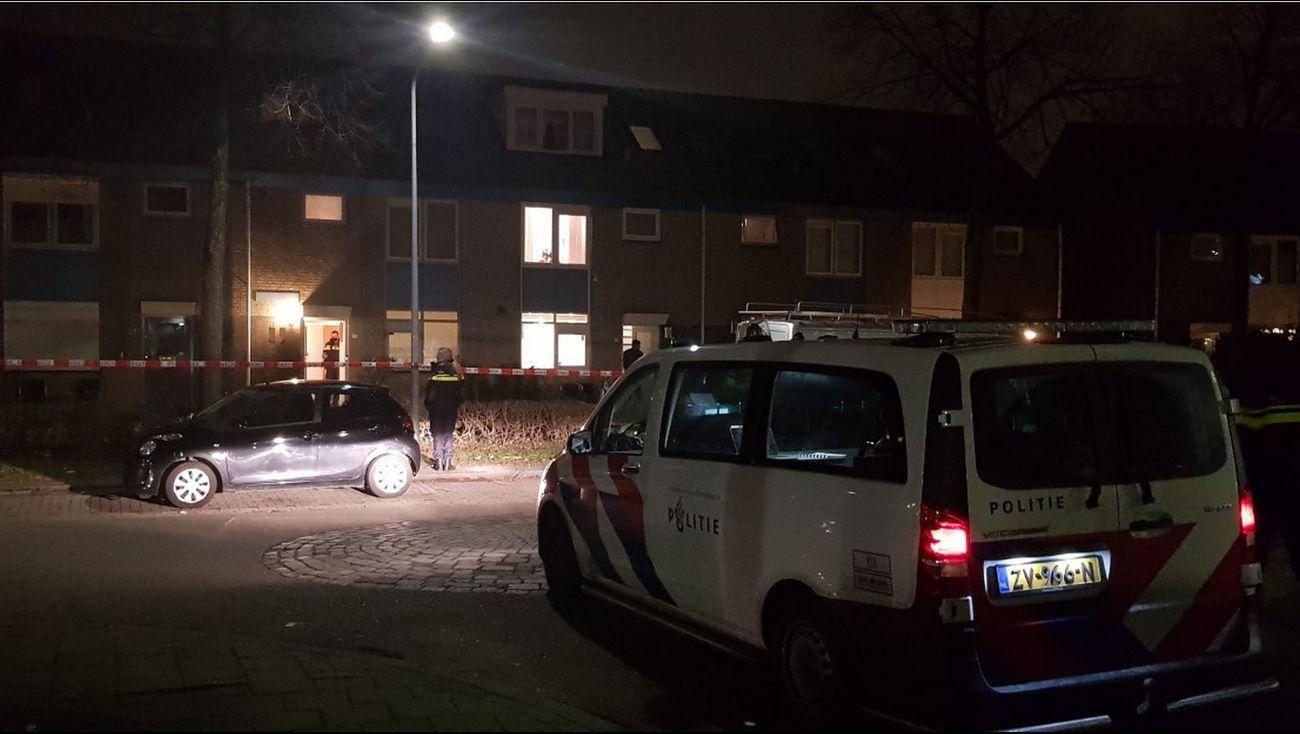 De politie heeft vier jongens aangehouden voor een steekpartij op de Pianoweg in de Almeerse Muziekwijk.