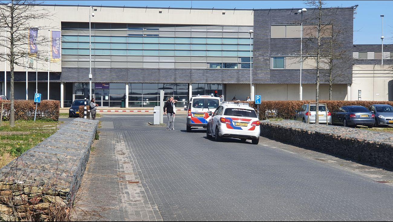 Drie gewonden na steekpartij in jeugdgevangenis, verdachte aangehouden.