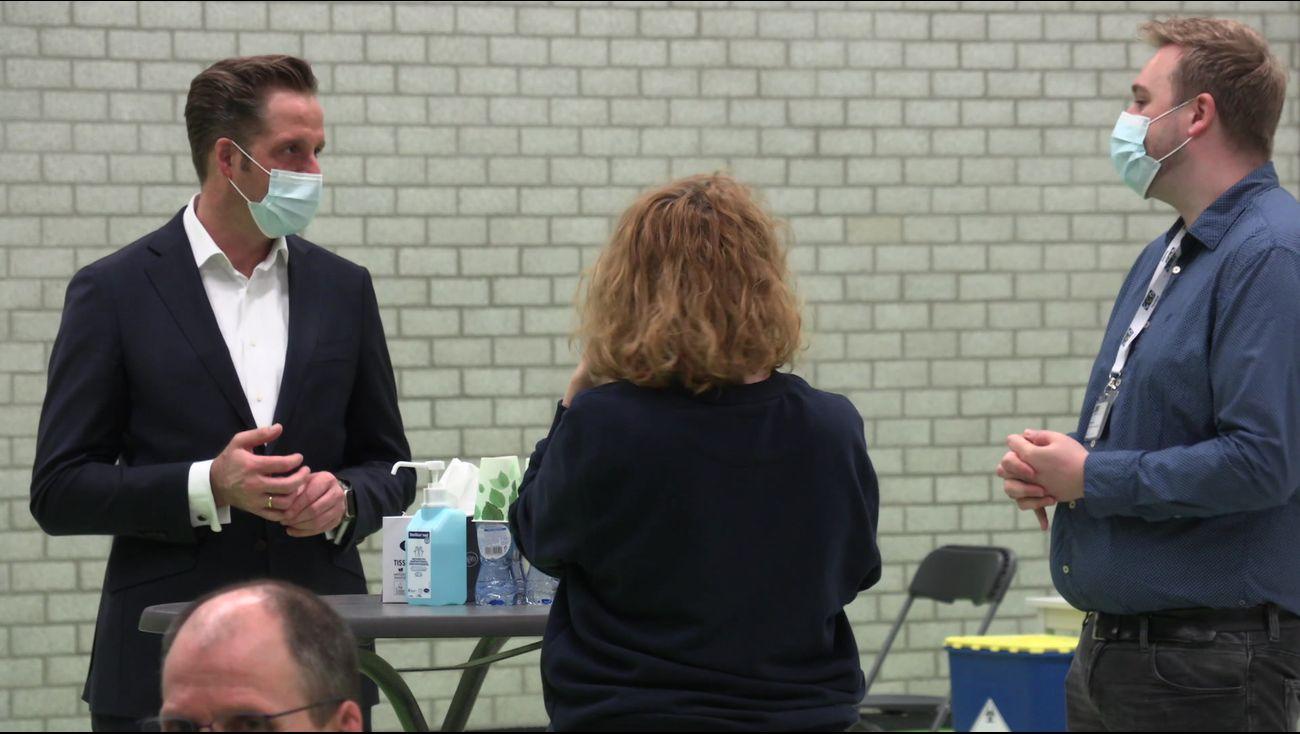 Minister: veel minder coronatests bij proef dan verwacht - Omroep Flevoland